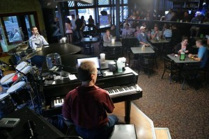 mojos-piano-bar-photo2